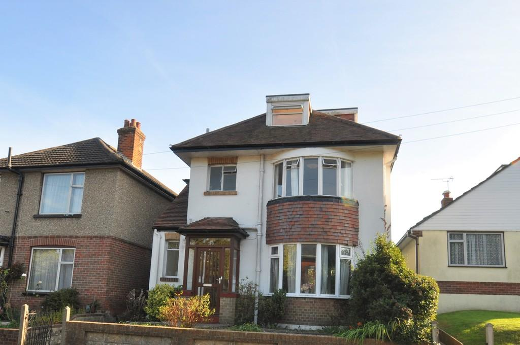 4 Bedrooms Detached House for rent in Kinson, Bournemouth