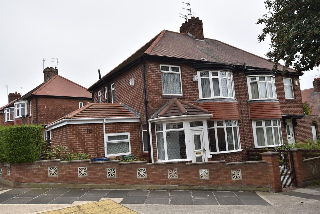 3 Bedrooms Semi Detached House for sale in Grange Park Avenue, Fulwell Mill