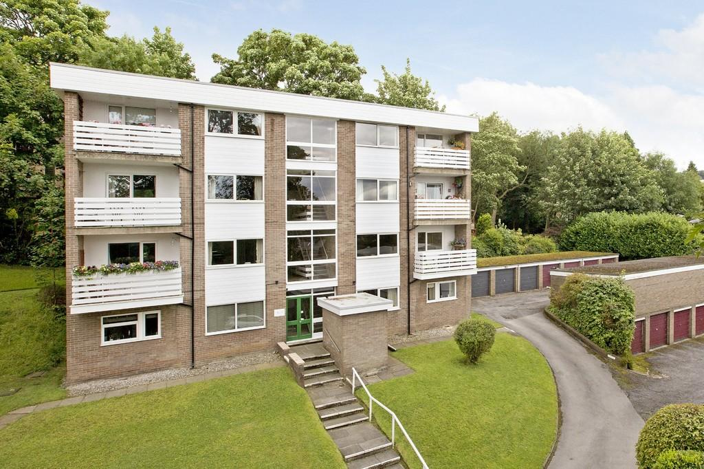 2 Bedrooms Penthouse Flat for sale in Sefton Drive, Ilkley