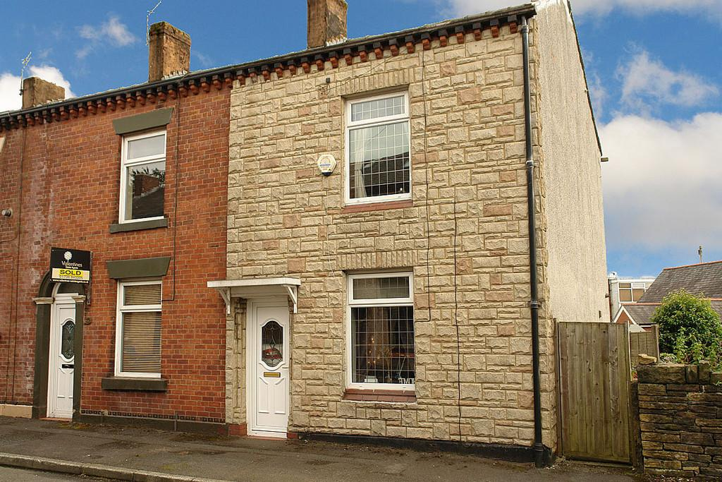 2 Bedrooms End Of Terrace House for sale in 17 Henthorn Street, Shaw, Oldham