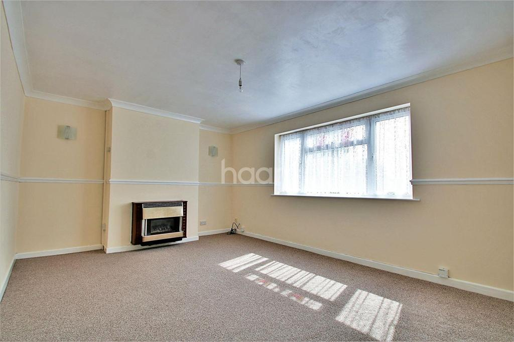 3 Bedrooms Semi Detached House for sale in Carisbrooke Avenue, Great Clacton