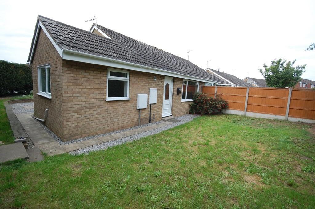2 Bedrooms Semi Detached Bungalow for sale in Silvertree Walk, Goole
