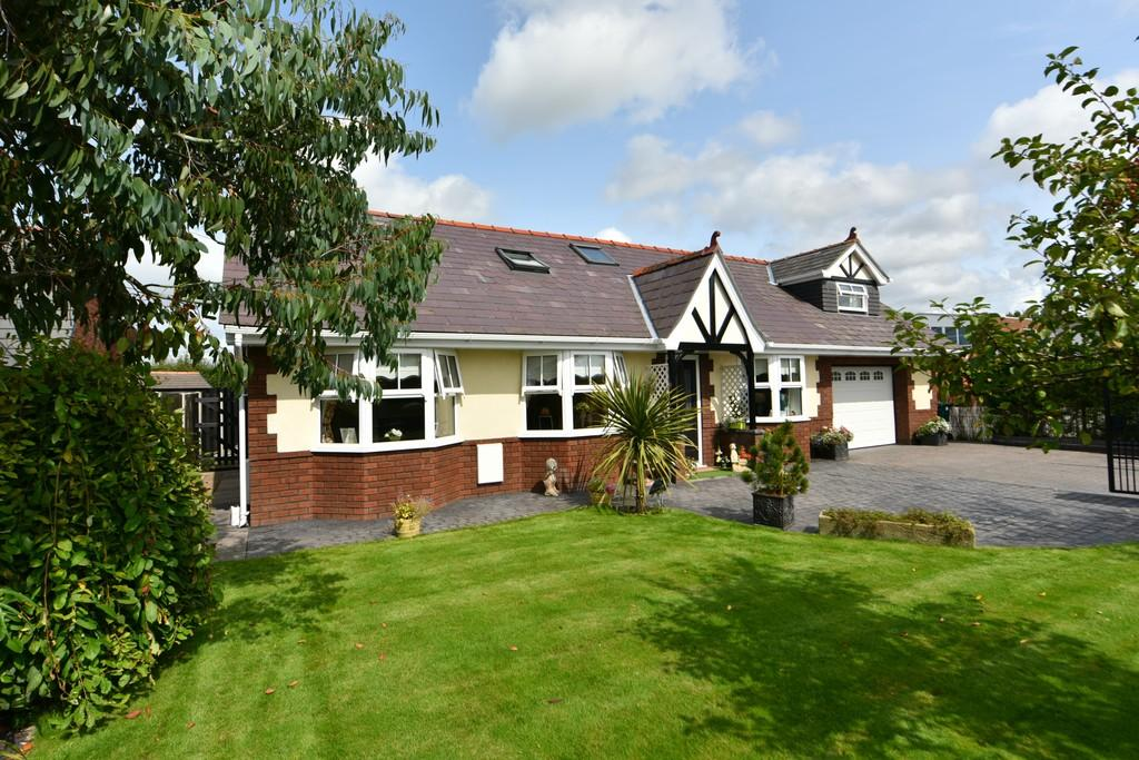 3 Bedrooms Detached Bungalow for sale in The Gravel, Mere Brow