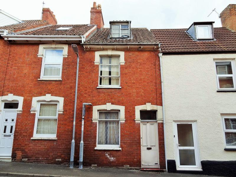 3 Bedrooms Terraced House for sale in Silver Street, Bridgwater