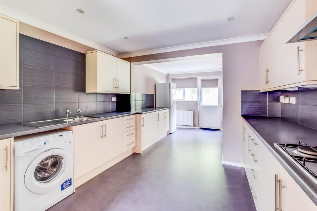3 Bedrooms Terraced House for sale in Carman Walk, Broadfield