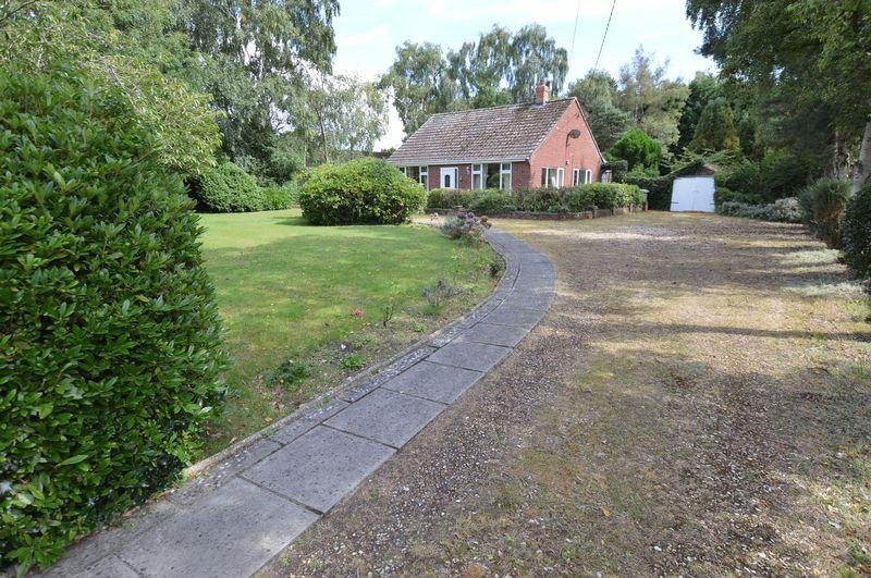 2 Bedrooms Detached Bungalow for sale in 138 Horncastle Road, Woodhall Spa