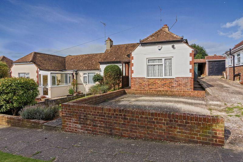 3 Bedrooms Bungalow for sale in St. James Avenue, Lancing