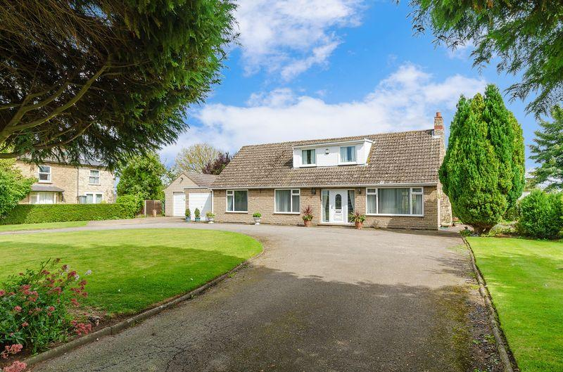 3 Bedrooms Bungalow for sale in 'Greystones'. Church Lane, Waddingham