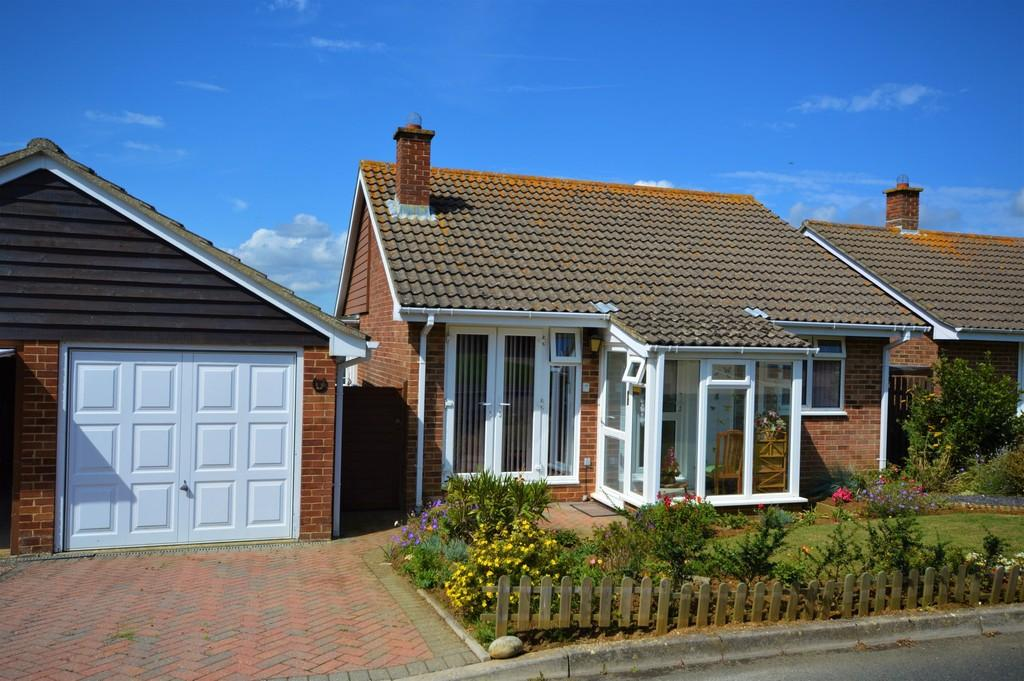 2 Bedrooms Detached Bungalow for sale in Sandown, Isle Of Wight
