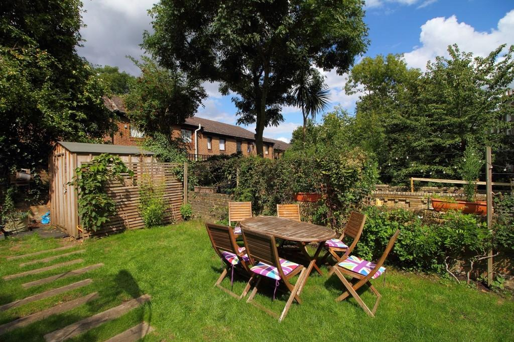 3 Bedrooms Apartment Flat for sale in St. John's Grove, N19 5RW