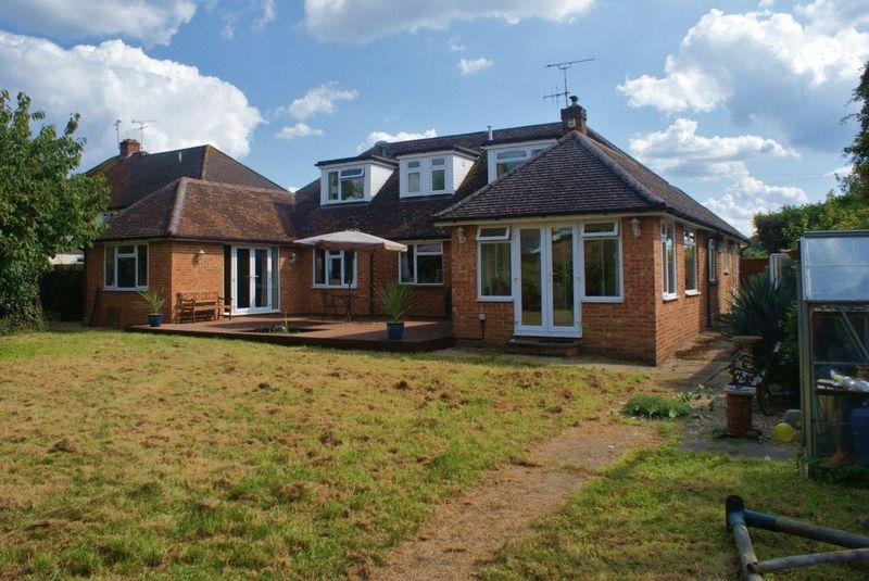 6 Bedrooms Detached House for sale in Twyford, Berkshire.