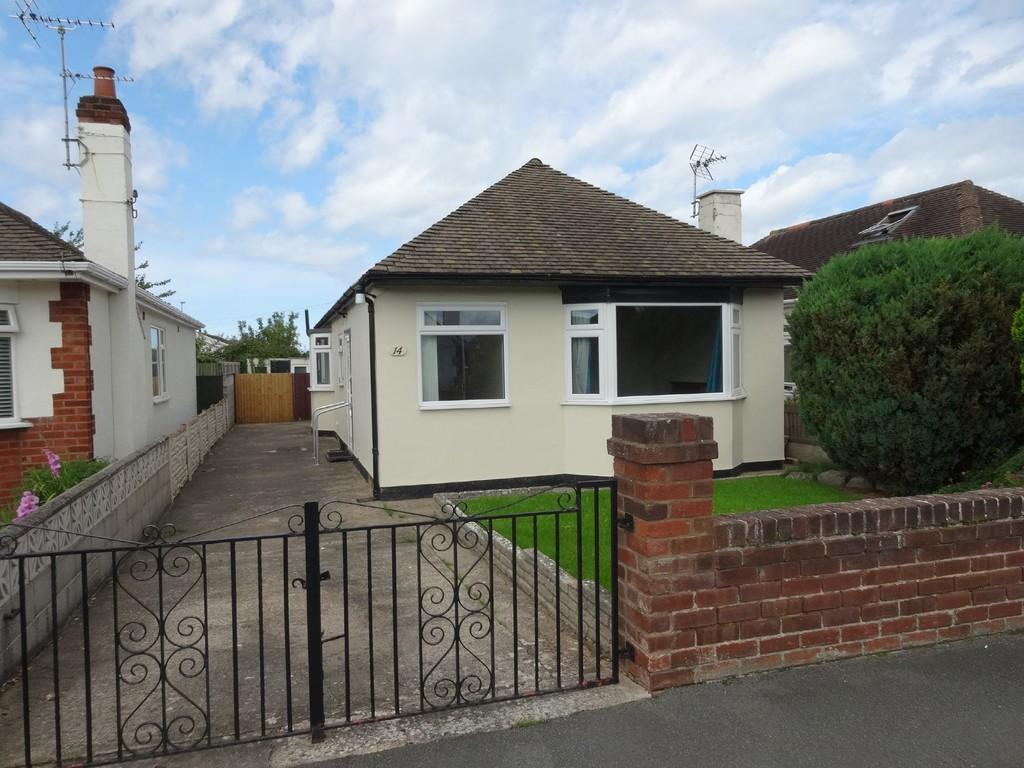 3 Bedrooms Detached Bungalow for sale in Rhyl, Denbighshire