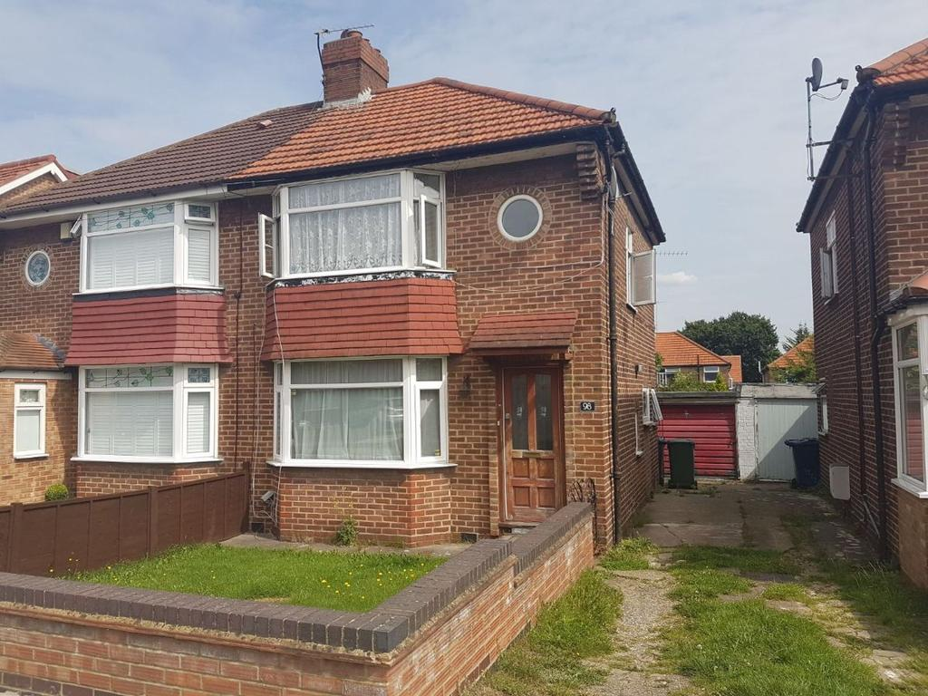 3 Bedrooms Semi Detached House for sale in Broomgrove Gardens, Edgware