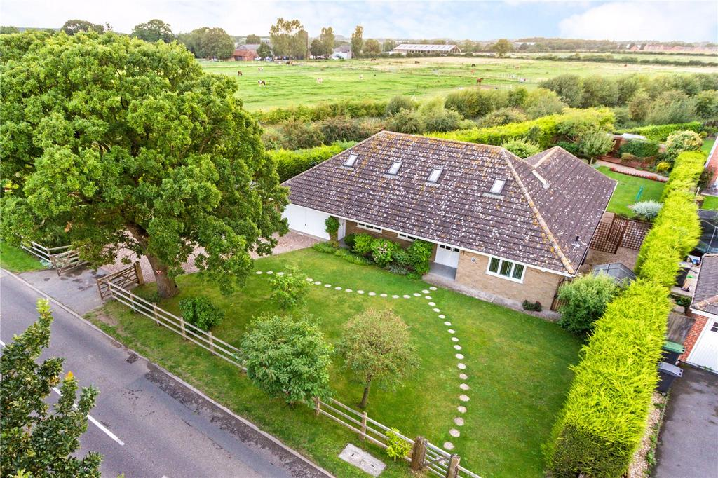 5 Bedrooms Detached House for sale in Mill Lane, North Hykeham, Lincoln