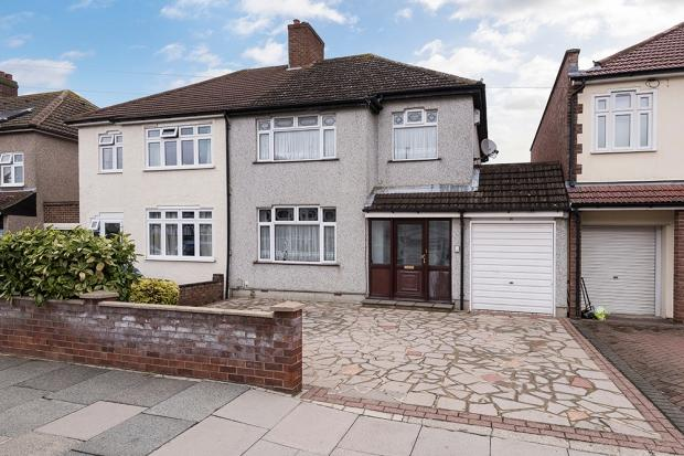 3 Bedrooms Semi Detached House for sale in Fairlawn Avenue, Bexleyheath, DA7