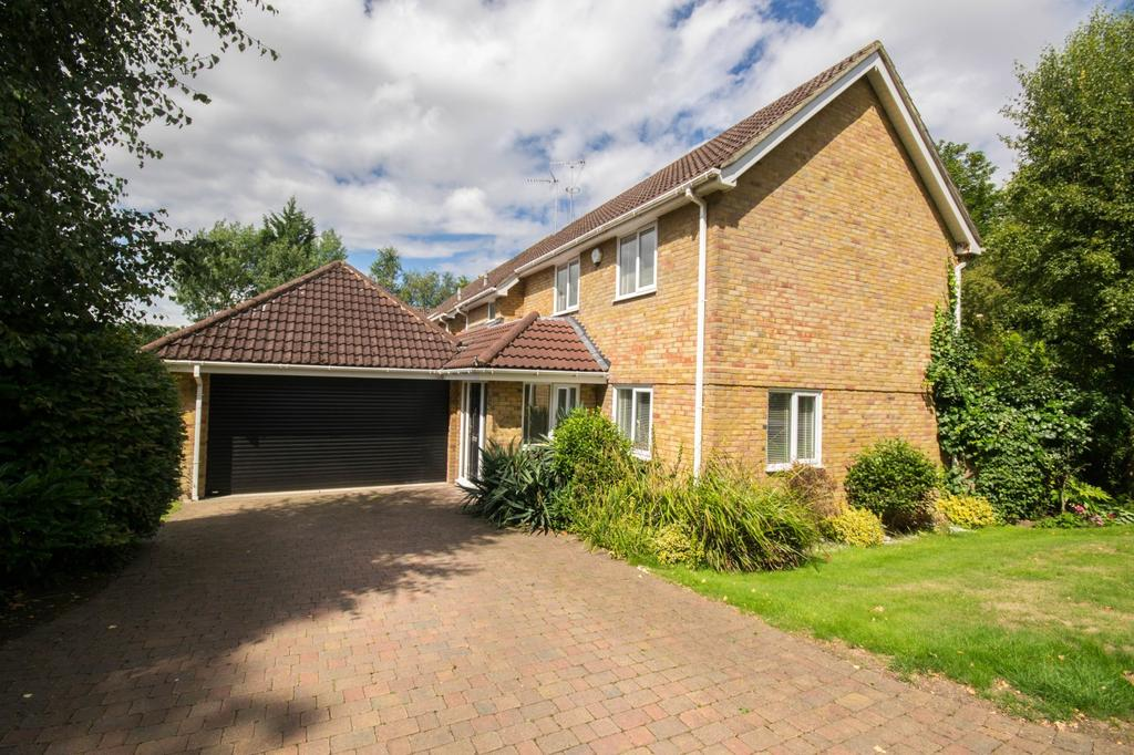 4 Bedrooms Detached House for sale in Silver Birches, Hutton, Brentwood, Essex, CM13