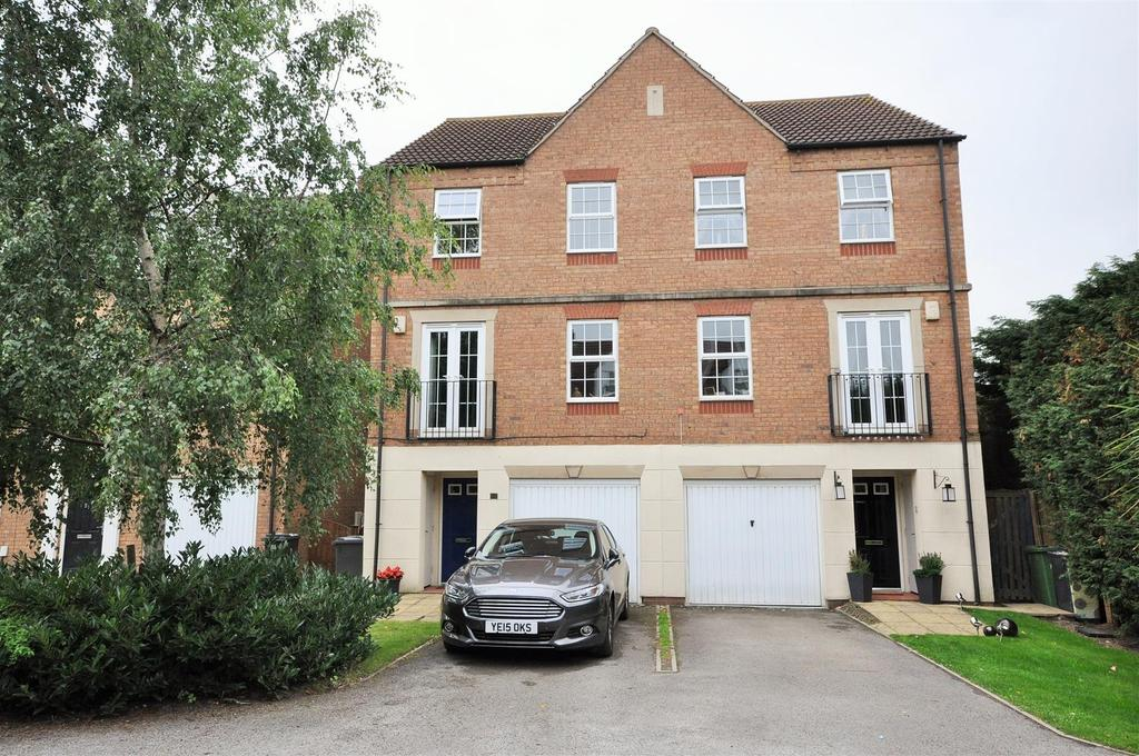3 Bedrooms Town House for sale in Broadstone Way, Clifton Moor, York