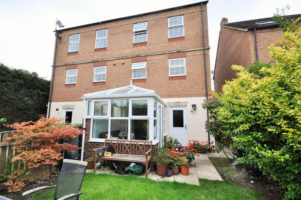 3 Bedrooms Town House for sale in Broadstone Way, Clifton Moor, York, YO30 4UF