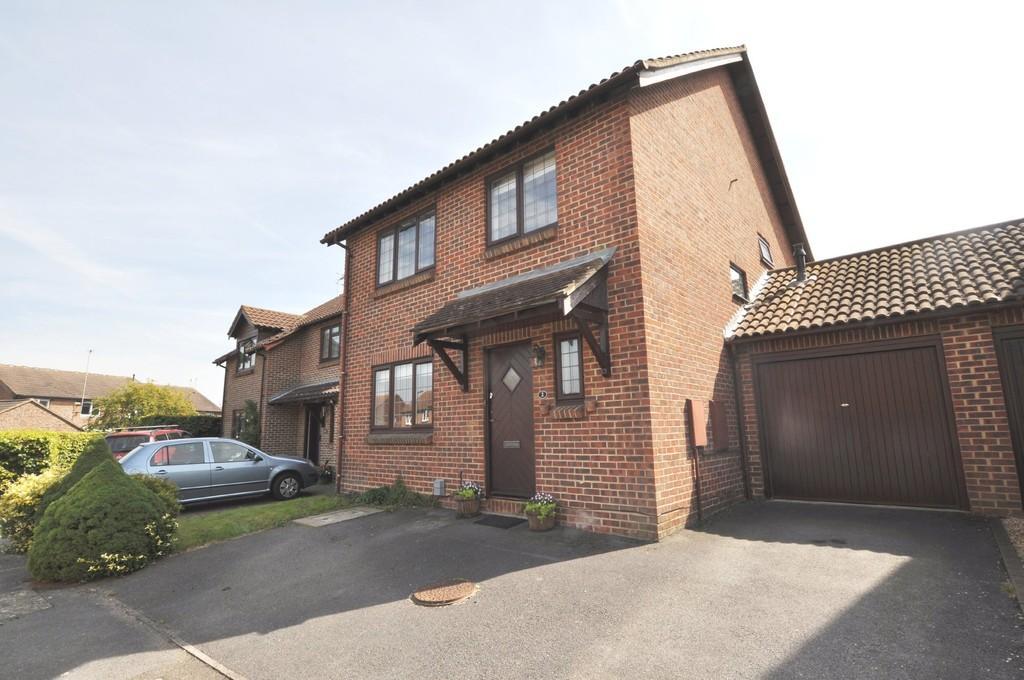 4 Bedrooms Link Detached House for sale in Selbourne Road, Guildford