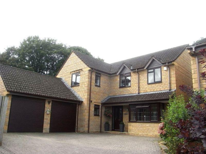 4 Bedrooms Detached House for sale in Fox Meadows, Crewkerne