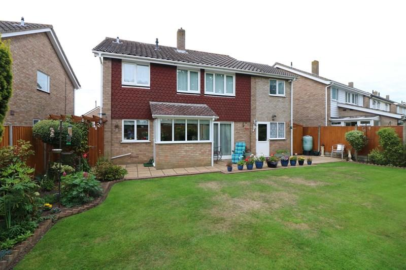 4 Bedrooms Detached House for sale in Orchard Way, Wymondham