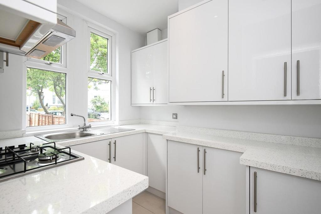 2 Bedrooms Flat for sale in Wellmeadow Road, Catford