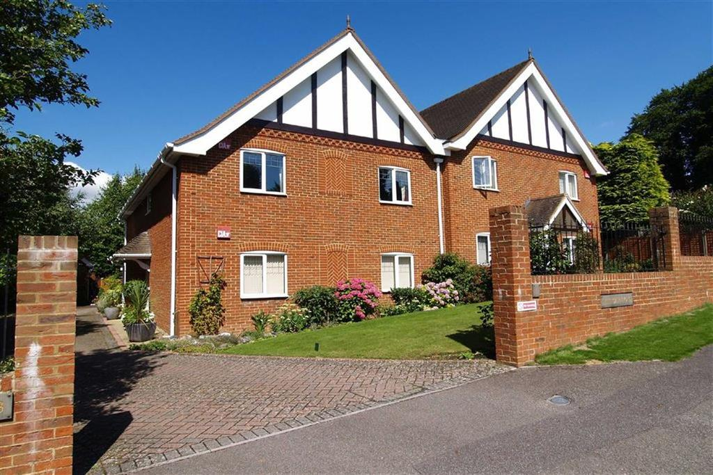 2 Bedrooms Flat for sale in The Carltons, Haslemere, Surrey, GU27