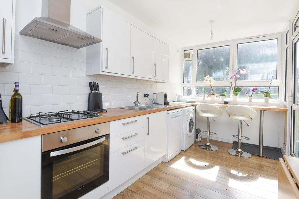 2 Bedrooms Flat for sale in Winterfold Close, Southfields