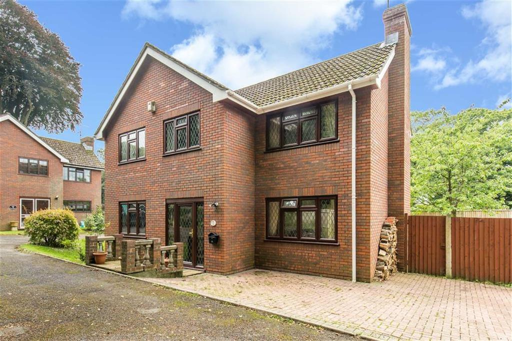 4 Bedrooms Detached House for sale in Old Lane, Oxted, Surrey