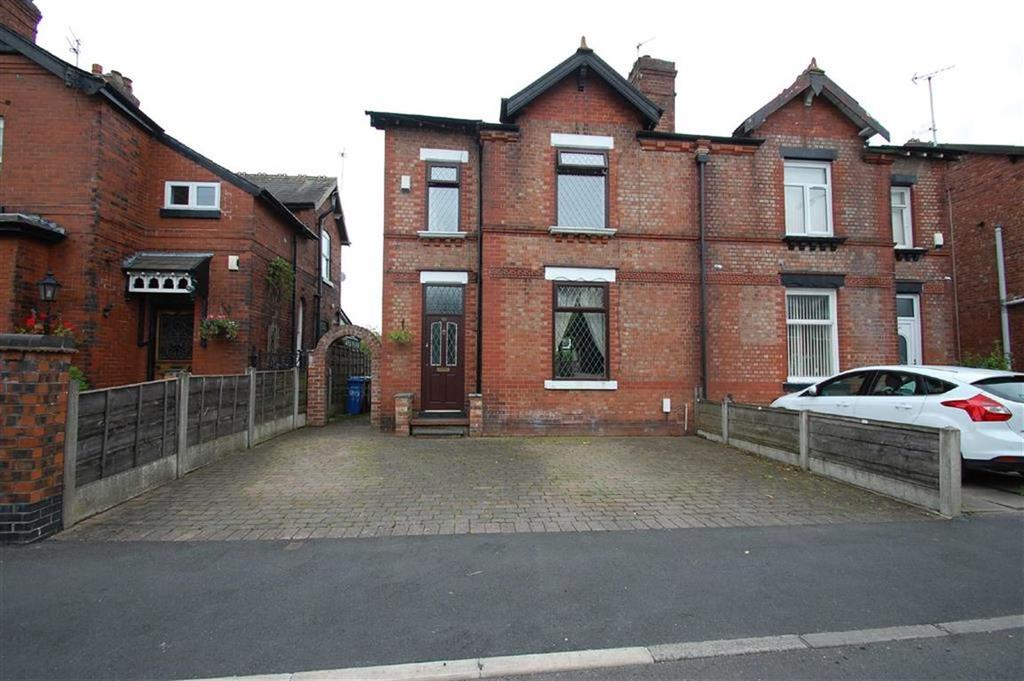 3 Bedrooms Semi Detached House for sale in Woodsmoor Lane, Woodsmoor, Stockport