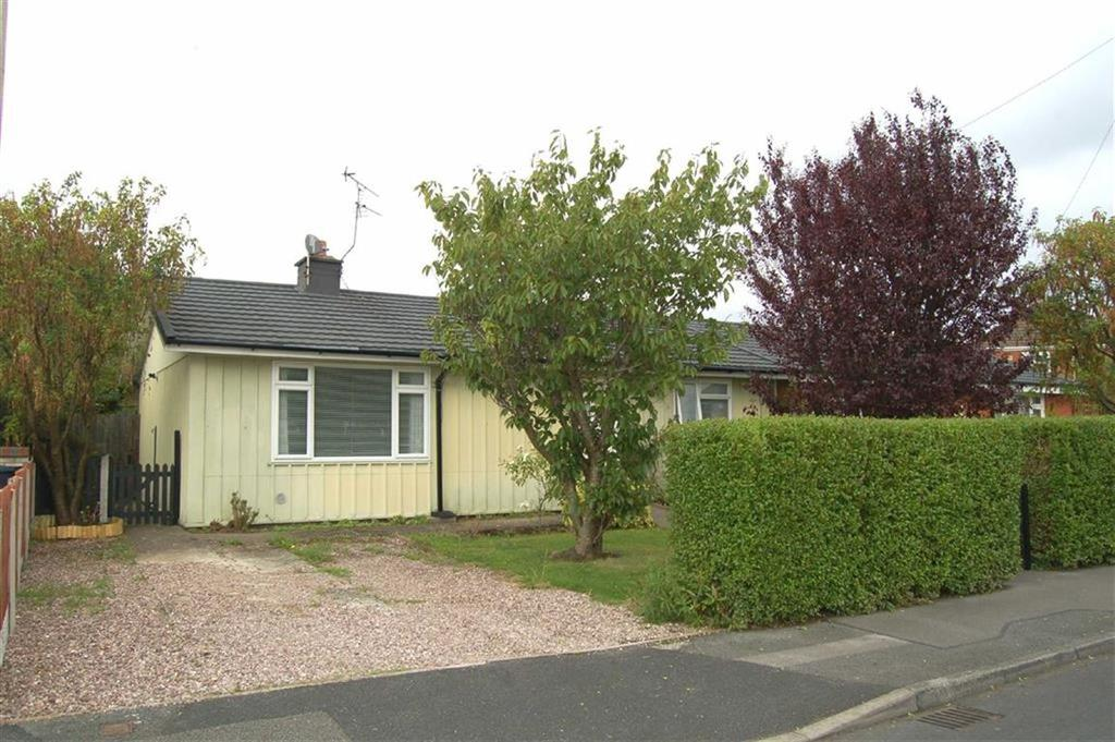3 Bedrooms Semi Detached Bungalow for sale in Faraday Road, Whitby, Ellesmere Port