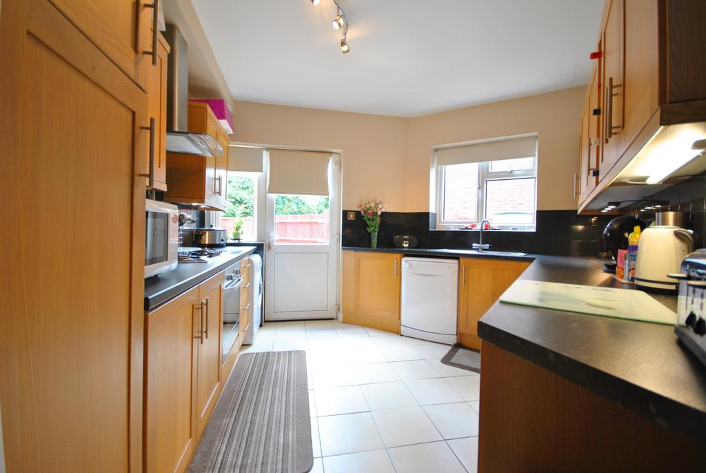 3 Bedrooms Semi Detached House for sale in Rangefield Road Bromley BR1