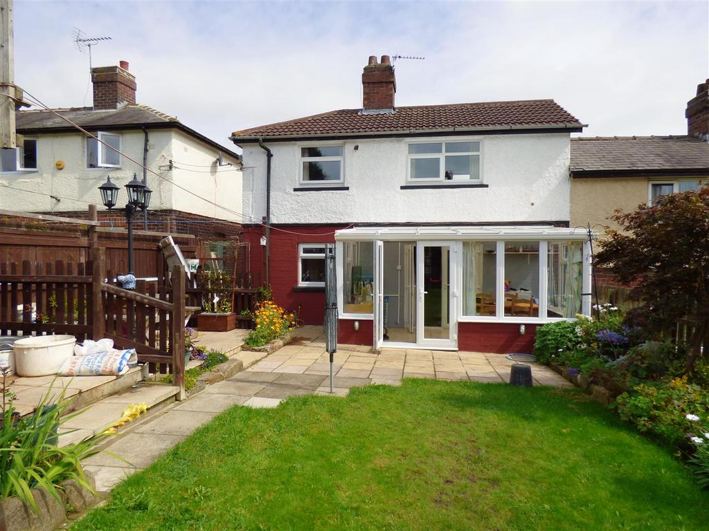 3 Bedrooms Semi Detached House for sale in Grange Road, Cleckheaton
