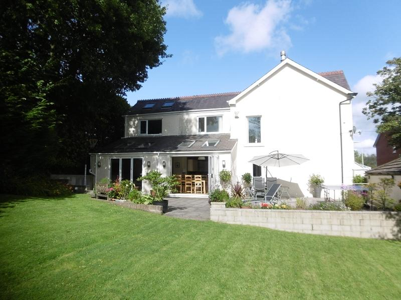 4 Bedrooms Detached House for sale in Smithfield Road, Pontardawe, Swansea.