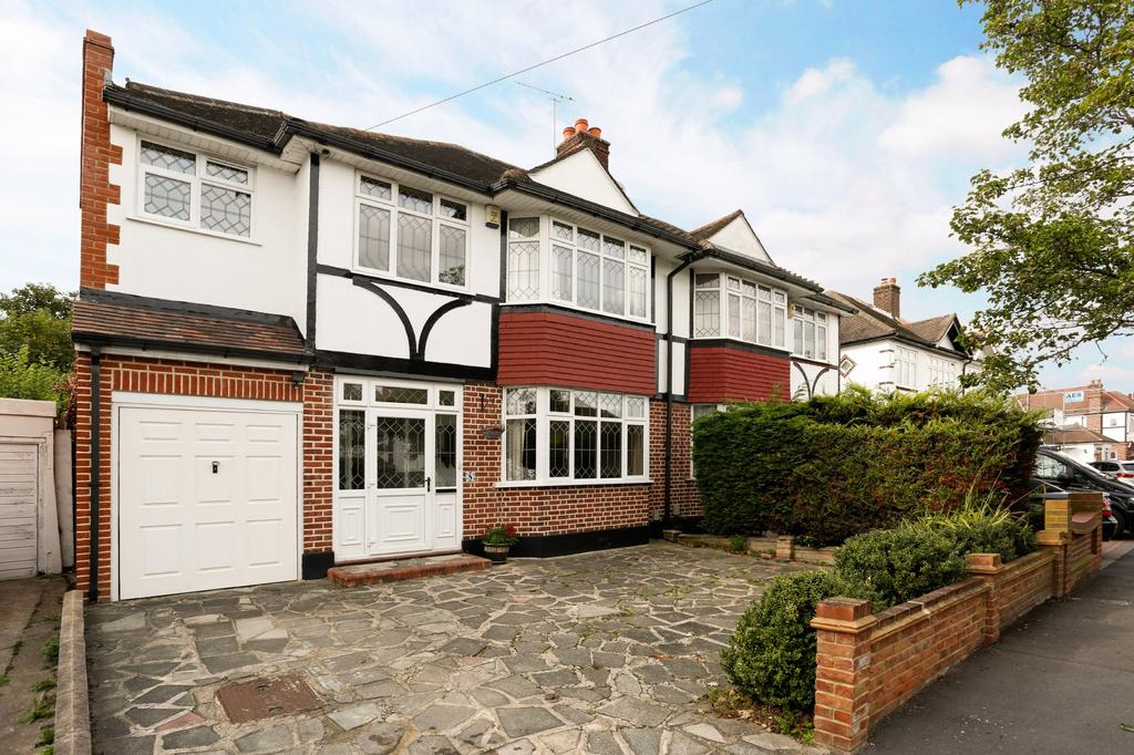 4 Bedrooms Semi Detached House for sale in Repton Drive, Gidea Park, RM2