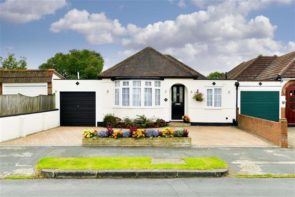 3 Bedrooms Detached Bungalow for sale in Derek Avenue, West Ewell, Surrey