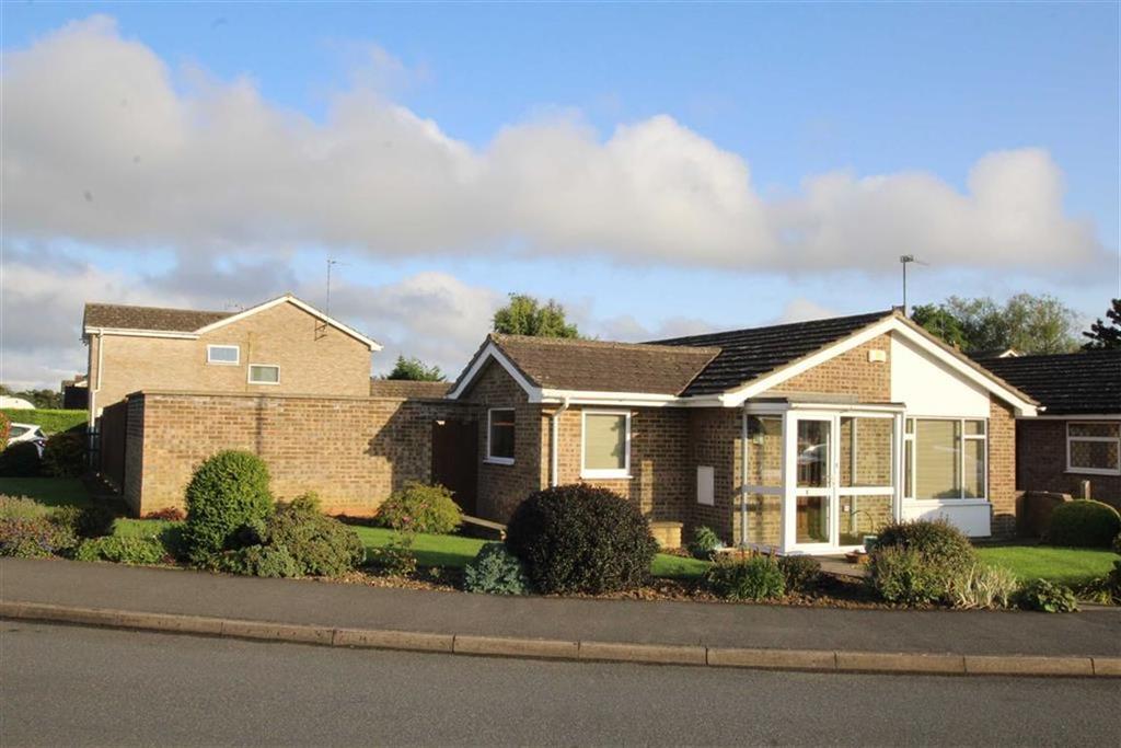 2 Bedrooms Bungalow for sale in 43, Ellesmere Crescent, Brackley