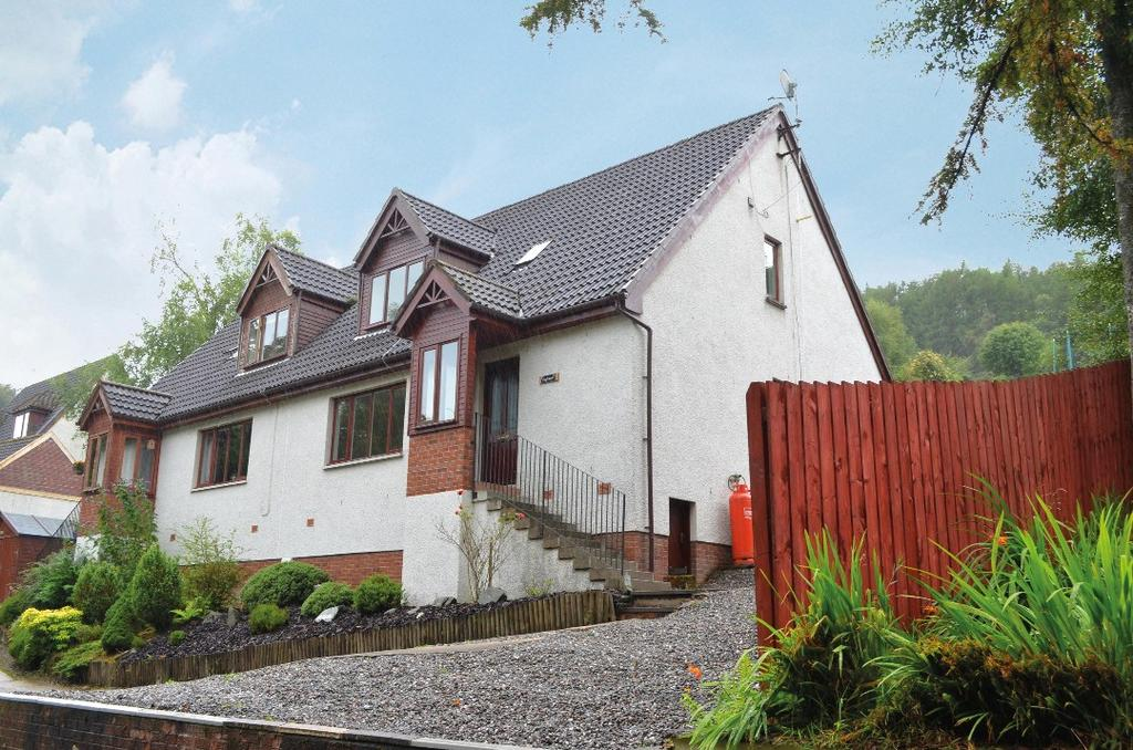 3 Bedrooms Semi Detached House for sale in Back Road, Clynder, Argyll Bute, G84 0QQ