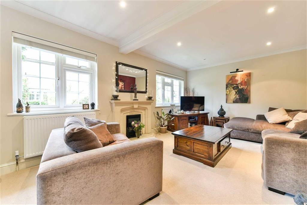 3 Bedrooms Semi Detached House for sale in Bramble Walk, Epsom, Surrey