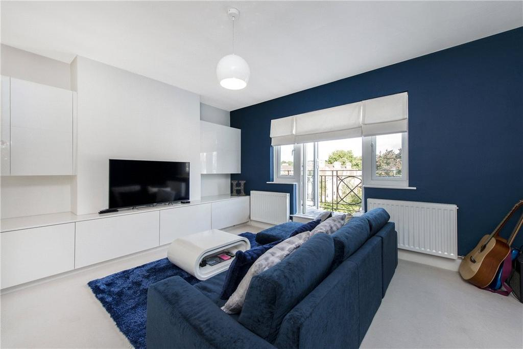 2 Bedrooms Flat for sale in Glenloch Court, Glenmore Road, London, NW3