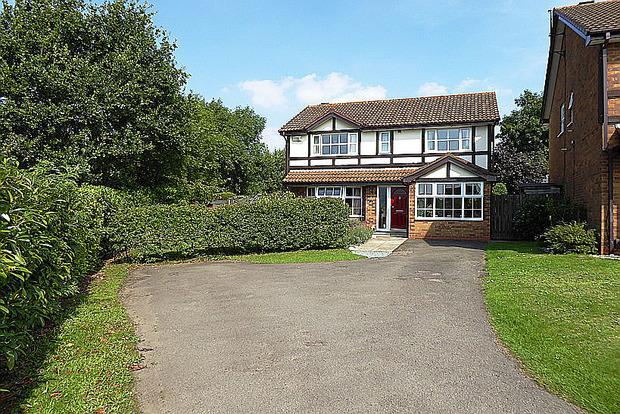 4 Bedrooms Detached House for sale in Marjoram Close, East Hunsbury, Northampton, NN4