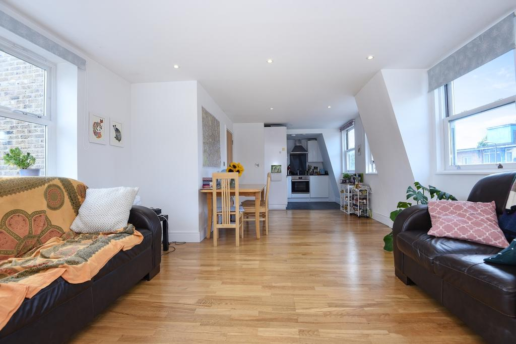 2 Bedrooms Flat for sale in Greenwich High Road Greenwich SE10