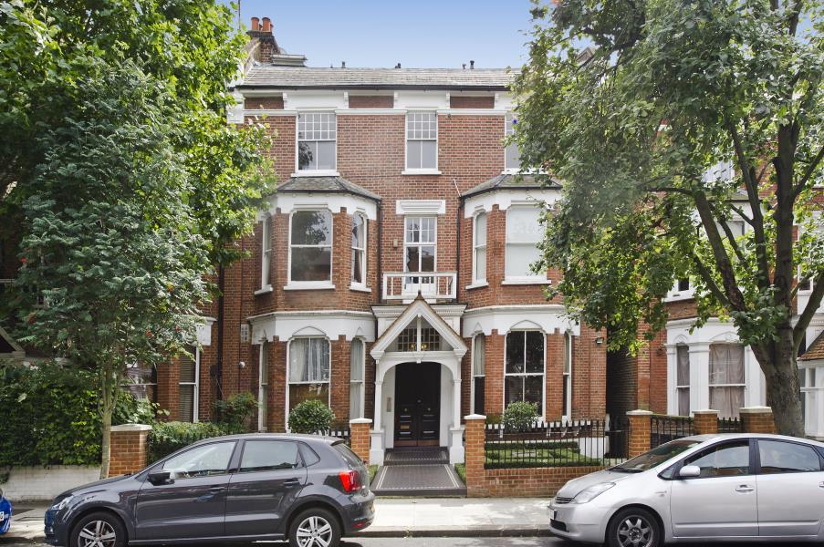 2 Bedrooms Flat for sale in Oxford Gardens, North Kensington W10