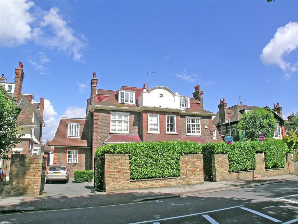 3 Bedrooms Flat for sale in Fernhill Place, 21-23 Chartfield Avenue, London, SW15