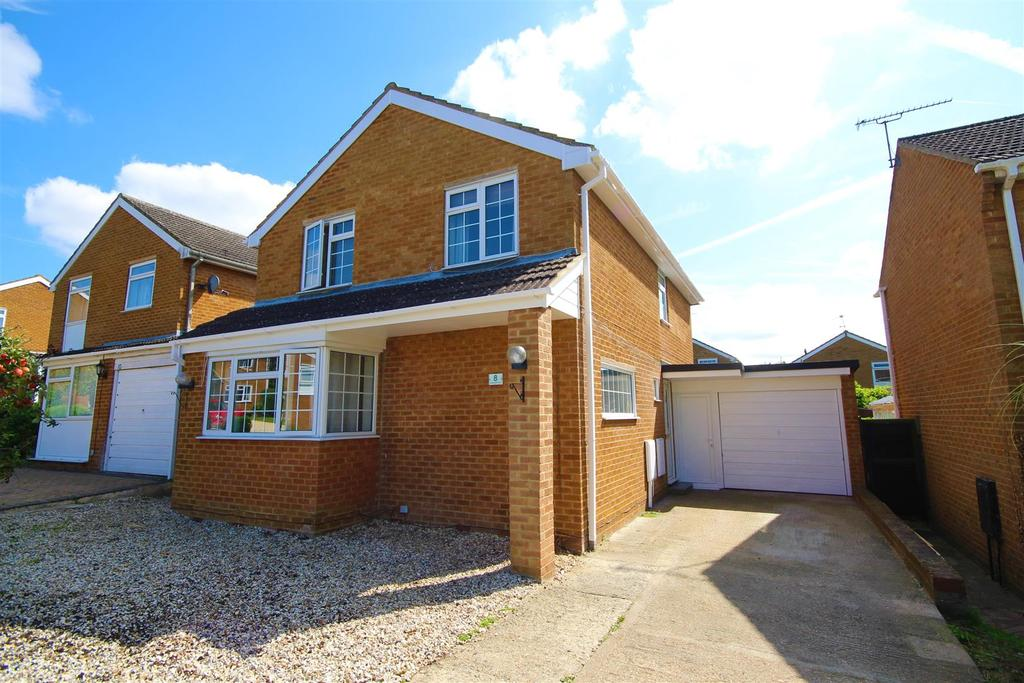 4 Bedrooms Detached House for sale in Broadwater Road, Twyford, Reading