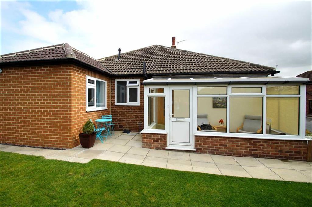 2 Bedrooms Semi Detached Bungalow for sale in Field End Road, Leeds