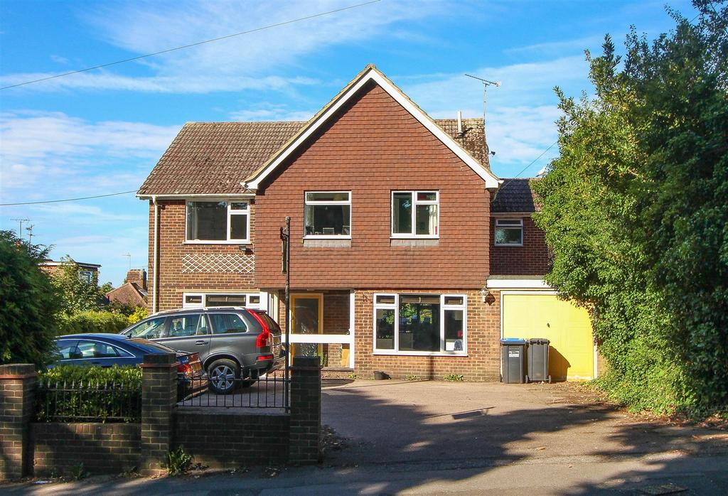 6 Bedrooms Detached House for sale in Franklynn Road, Haywards Heath
