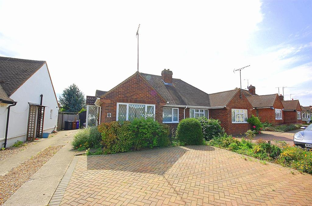 2 Bedrooms Semi Detached Bungalow for sale in Stormont Road, Hitchin