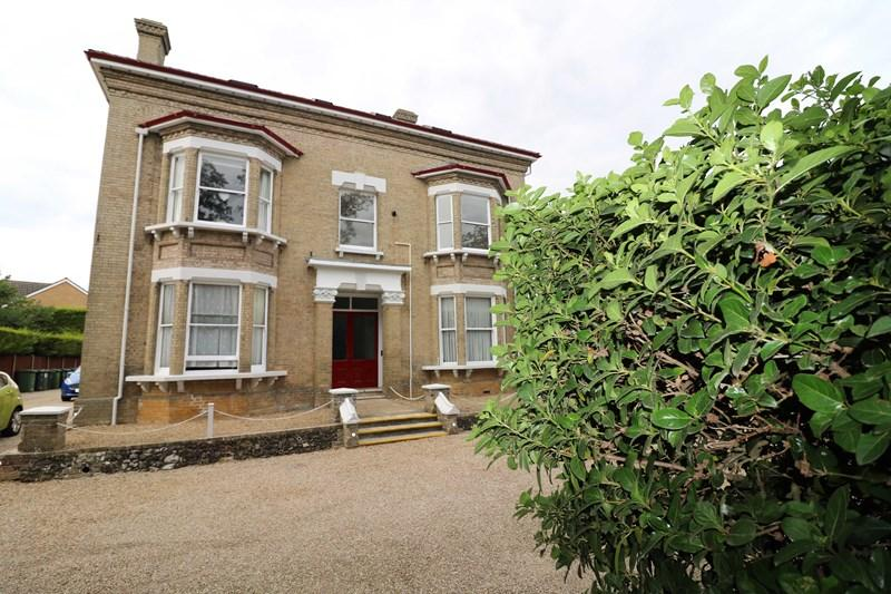 2 Bedrooms Apartment Flat for sale in London Road, Attleborough