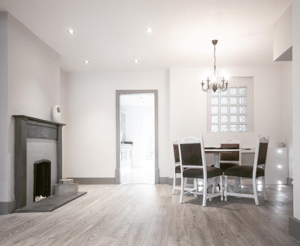 3 Bedrooms Semi Detached House for sale in Glisson Road, Hillingdon, Uxbridge UB10